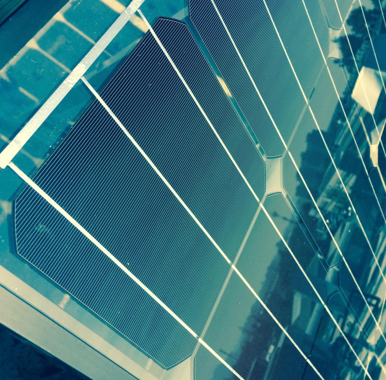 Estación de medición phiNet®11 instalada en el techo de uno de los edificios en Valparaíso