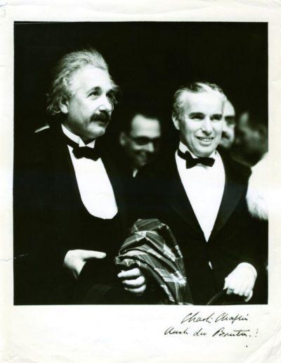 Albert Einstein junto a Charles Chaplin