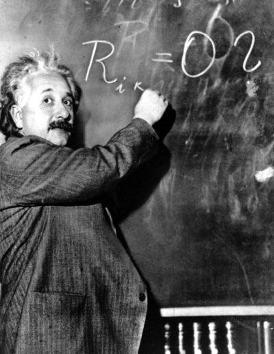 Escribiendo la ecuación de la Teoría de la Relatividad Especial